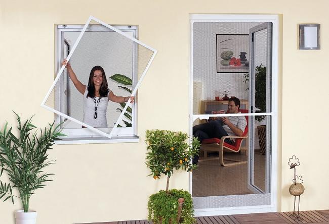 moskitnaya-setka-okno-komar Москитная сетка на пластиковое окно